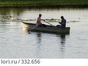 Купить «Рыбаки в лодке на закате», фото № 332656, снято 20 июня 2008 г. (c) Юрий Егоров / Фотобанк Лори