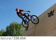 Купить «Велосипедист», фото № 338604, снято 8 июня 2008 г. (c) Антон Голубков / Фотобанк Лори