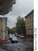 Купить «Первый Кадашевский переулок утром», фото № 338732, снято 19 августа 2018 г. (c) Сергей Иващенко / Фотобанк Лори