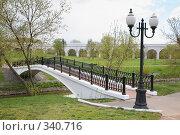 Купить «Мост, фонари и акведук весной», фото № 340716, снято 25 марта 2019 г. (c) Losevsky Pavel / Фотобанк Лори