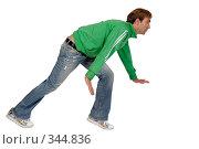 Купить «Пригнувшийся молодой человек двигается вперед», фото № 344836, снято 8 ноября 2007 г. (c) Марианна Меликсетян / Фотобанк Лори