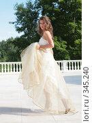 Купить «Девушка в свадебном платье», фото № 345240, снято 3 июля 2008 г. (c) Astroid / Фотобанк Лори