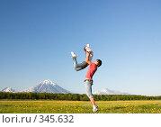 Купить «Девушка и юноша прыгают в поле», фото № 345632, снято 13 июня 2008 г. (c) Ирина Игумнова / Фотобанк Лори