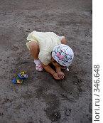 Купить «Девочка играет в песке», фото № 346648, снято 30 июня 2008 г. (c) Мукашева Асель / Фотобанк Лори