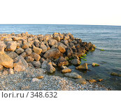 Купить «Много больших камней у моря», фото № 348632, снято 4 мая 2008 г. (c) Вера Беляева / Фотобанк Лори