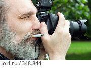 Купить «Фотограф за работой», фото № 348844, снято 14 июня 2008 г. (c) Татьяна Белова / Фотобанк Лори
