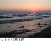 Купить «Закат на море», фото № 348920, снято 29 июня 2008 г. (c) Евгения Лаврова / Фотобанк Лори