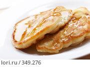 Купить «Оладьи с медом», фото № 349276, снято 4 сентября 2005 г. (c) Кравецкий Геннадий / Фотобанк Лори