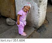 Купить «Девочка возле стены», фото № 351604, снято 4 июля 2008 г. (c) Мукашева Асель / Фотобанк Лори