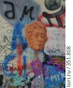 Стена Джона Леннона в Праге (2006 год). Редакционное фото, фотограф Андрей Толстик / Фотобанк Лори