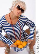 Купить «Блондинка с апельсинами», фото № 352704, снято 4 июля 2008 г. (c) Михаил Мандрыгин / Фотобанк Лори