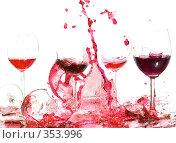 Купить «Разбитые бокалы вина», фото № 353996, снято 14 августа 2007 г. (c) Андрей Армягов / Фотобанк Лори