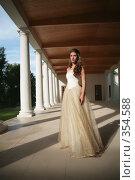 Купить «Девушка в вечернем платье», фото № 354588, снято 3 июля 2008 г. (c) Astroid / Фотобанк Лори