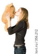 Купить «Девушка с плюшевым медведем», фото № 356212, снято 13 мая 2008 г. (c) Надежда Болотина / Фотобанк Лори