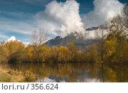 Озеро в Тебердинском заповеднике осенью. Стоковое фото, фотограф Алексей Бок / Фотобанк Лори