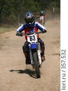 Купить «Мотогонки», фото № 357532, снято 6 июля 2008 г. (c) Евгений Батраков / Фотобанк Лори