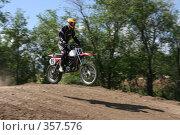 Купить «Мотогонки», фото № 357576, снято 6 июля 2008 г. (c) Евгений Батраков / Фотобанк Лори