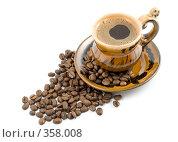 Купить «Кофейные зерна и черный кофе в чашке на белом фоне», фото № 358008, снято 4 апреля 2008 г. (c) Мельников Дмитрий / Фотобанк Лори