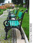 Купить «Зеленые лавочки на нижней территории Печерской лавры», фото № 364960, снято 17 июля 2008 г. (c) Мирослава Безман / Фотобанк Лори