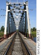 Купить «Рельсы железной дороги и железнодорожный мост», фото № 365972, снято 11 июля 2008 г. (c) Александр Секретарев / Фотобанк Лори