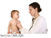 Купить «Доктор и ребенок», фото № 366320, снято 8 декабря 2018 г. (c) Losevsky Pavel / Фотобанк Лори