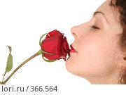 Купить «Женщина с розой», фото № 366564, снято 21 августа 2018 г. (c) Losevsky Pavel / Фотобанк Лори