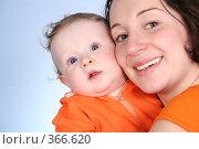 Купить «Мама с малышом», фото № 366620, снято 22 августа 2018 г. (c) Losevsky Pavel / Фотобанк Лори