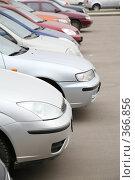 Купить «Автомобильная парковка», фото № 366856, снято 16 октября 2018 г. (c) Losevsky Pavel / Фотобанк Лори