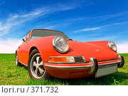 Купить «Спортивный автомобиль Porshe 911 на фоне зеленой травы и синего неба», фото № 371732, снято 16 июля 2008 г. (c) Евгений Захаров / Фотобанк Лори