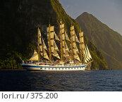 Парусный корабль, на фоне гор. Стоковое фото, фотограф Aleksey Trefilov / Фотобанк Лори