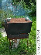 Купить «Старый дачный мангал с самодельной коптильней», фото № 376404, снято 1 апреля 2005 г. (c) Ольга Дроздова / Фотобанк Лори