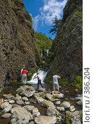 Купить «Водопад у мыса Ламанон», фото № 386204, снято 12 июля 2008 г. (c) Андрей Винокуров / Фотобанк Лори
