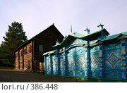 Купить «Резные ворота», фото № 386448, снято 21 сентября 2007 г. (c) Юлия Паршина / Фотобанк Лори
