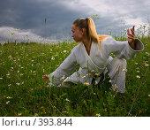 Купить «Девушка в кимоно», фото № 393844, снято 9 июля 2008 г. (c) Сергей Костюров / Фотобанк Лори