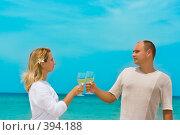Купить «Молодая пара на пляже», фото № 394188, снято 19 июля 2008 г. (c) Ольга Хорошунова / Фотобанк Лори