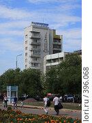 Купить «Аллея у ЦУМа. Караганда.», фото № 396068, снято 8 августа 2008 г. (c) Михаил Николаев / Фотобанк Лори