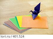 Купить «Бумага для оригами и готовый темно-синий журавлик», фото № 401524, снято 13 августа 2008 г. (c) Tamara Kulikova / Фотобанк Лори
