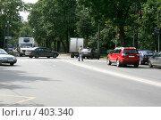 Купить «Зеленый городской перекресток», фото № 403340, снято 23 мая 2018 г. (c) Сергей  Ушаков / Фотобанк Лори