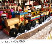 Купить «Изделия народных промыслов. Паровоз», фото № 409060, снято 5 августа 2008 г. (c) Морковкин Терентий / Фотобанк Лори