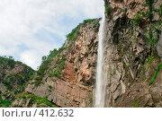 Купить «Вилючинский водопад (вид снизу вверх)», фото № 412632, снято 15 ноября 2018 г. (c) Владимир Карпов / Фотобанк Лори