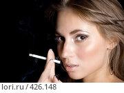 Купить «Девушка с сигаретой», фото № 426148, снято 26 июня 2008 г. (c) Сергей Сухоруков / Фотобанк Лори