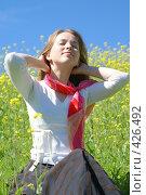 Купить «Девушка на природе», эксклюзивное фото № 426492, снято 11 августа 2008 г. (c) Natalia Nemtseva / Фотобанк Лори