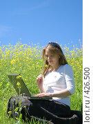 Купить «Девушка с ноутбуком», эксклюзивное фото № 426500, снято 11 августа 2008 г. (c) Natalia Nemtseva / Фотобанк Лори