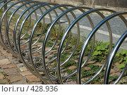 Купить «Стоянка для велосипедов», фото № 428936, снято 13 августа 2008 г. (c) крижевская юлия валерьевна / Фотобанк Лори