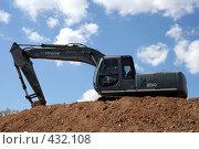 Купить «Экскаватор на земляной насыпи», фото № 432108, снято 28 апреля 2008 г. (c) Сергей Лысенков / Фотобанк Лори