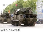Купить «Колонна ЗРК 9К332 «Тор М2». 9 мая 2008 года. Москва», фото № 432988, снято 9 мая 2008 г. (c) Сергей Лешков / Фотобанк Лори