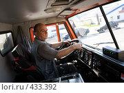 Купить «Водитель камаза», эксклюзивное фото № 433392, снято 17 августа 2008 г. (c) Дмитрий Неумоин / Фотобанк Лори