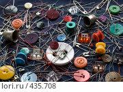 Купить «Композиция со швейными принадлежностями», фото № 435708, снято 2 сентября 2008 г. (c) Румянцева Наталия / Фотобанк Лори