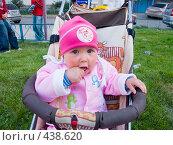 Купить «Девочка и чупа-чупс», фото № 438620, снято 27 августа 2008 г. (c) Ирина Солошенко / Фотобанк Лори