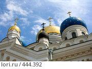 Купола храма на фоне неба с облаками (2008 год). Стоковое фото, фотограф Сергей Русаков / Фотобанк Лори